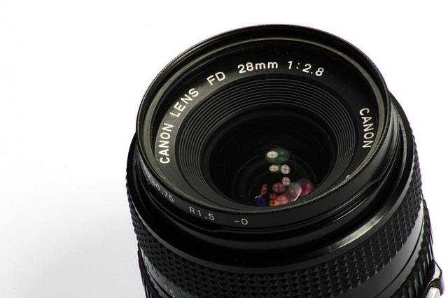 lens-515480_640.jpg